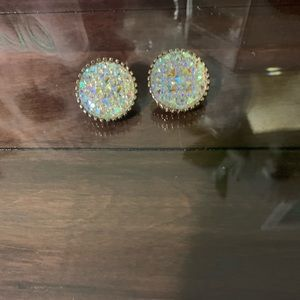 Gorgeous iridescent stud earrings.